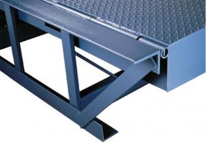 Nordock®-Barrier™-True-full-width-rear-hinge